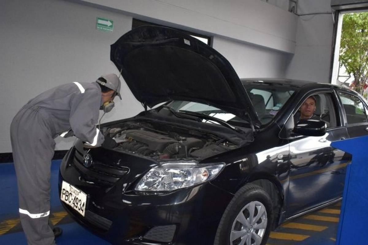 Turno de revisión vehicular en Carapungo