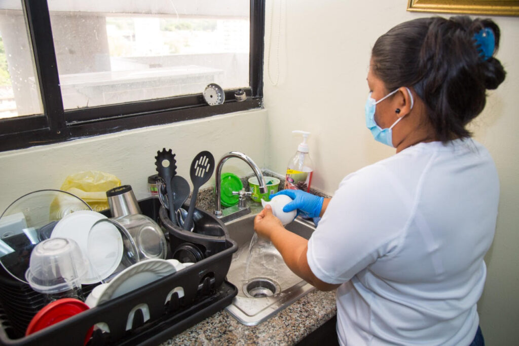 contratar-extranjero-para-servicio-domestico